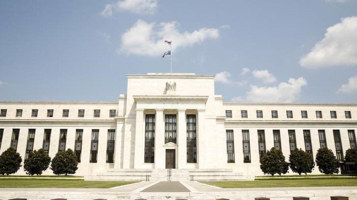 Temor por economía global lleva a Reserva Federal a mantener tasa de interés