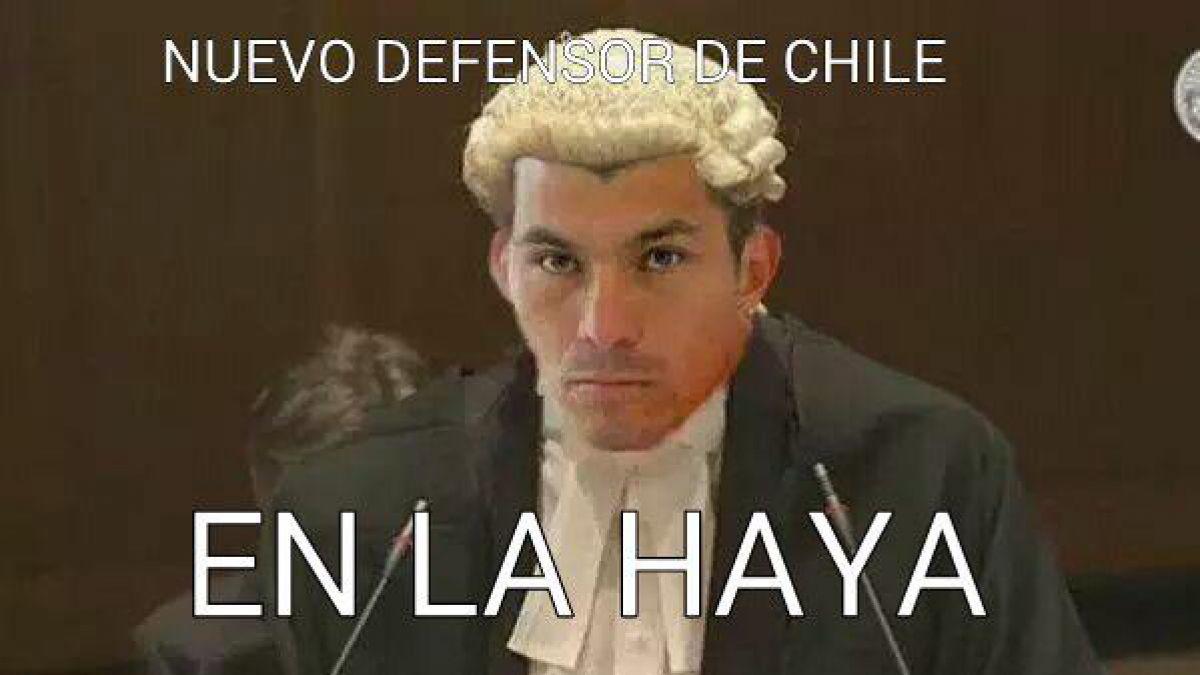 """[FOTO] Gary Medel presenta al """"nuevo defensor"""" de Chile en La Haya"""