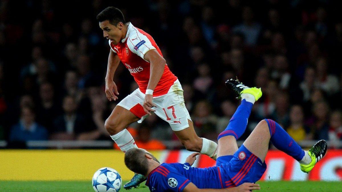 FIFA destaca marca de Alexis tras triplete en la Premier League