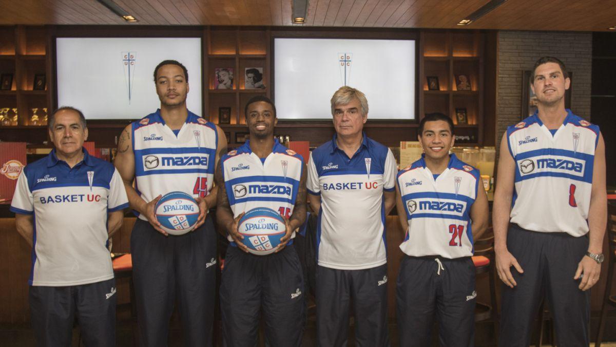 La UC presenta a su nuevo plantel de básquetbol y premia a sus fanáticos