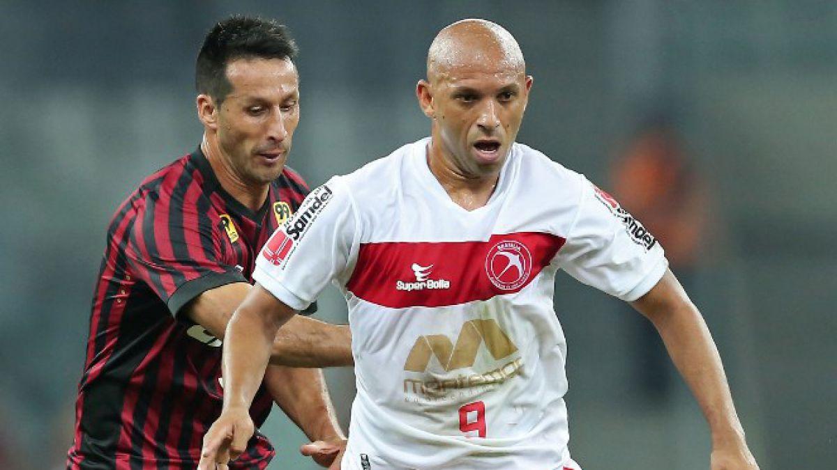 Christian Vilches es el único chileno que sigue en carrera en Copa Sudamericana