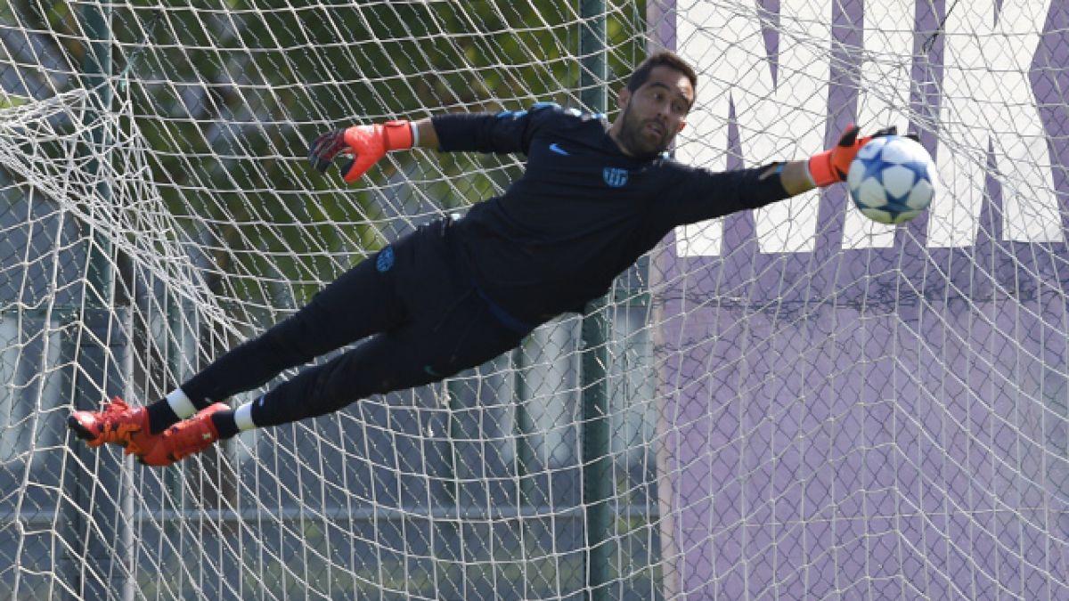 """DT del Barcelona """"juega al misterio"""" y no asegura titularidad de Claudio Bravo"""
