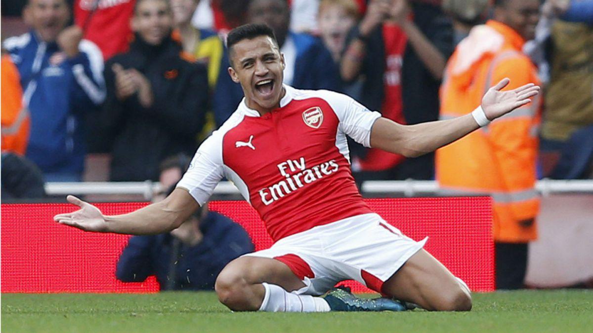 Alexis Sánchez brilla con doblete en triunfo de Arsenal sobre Manchester United