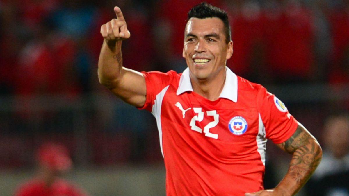Valdés, Paredes y Mark González destacan en nómina de jugadores locales de La Roja