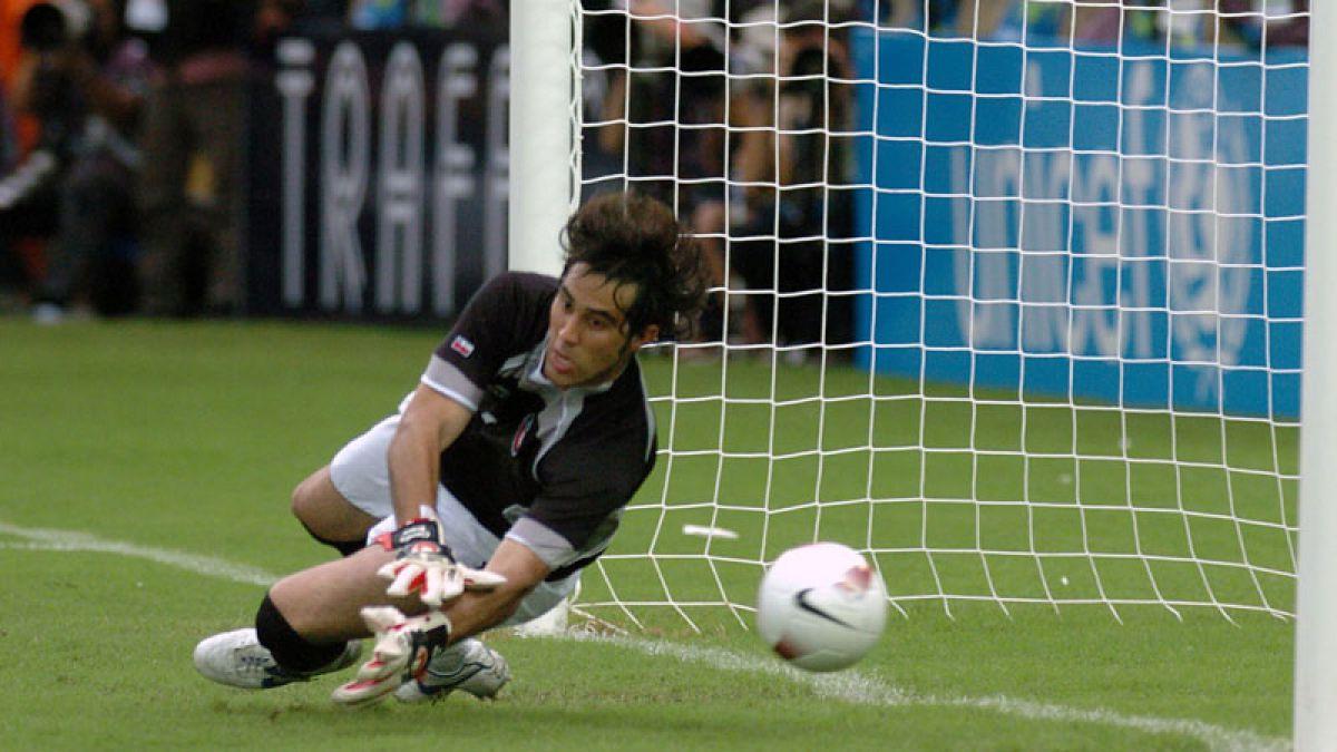 [VIDEO] Chile vs. Brasil: Cuando Claudio Bravo le atajó un penal a Ronaldinho