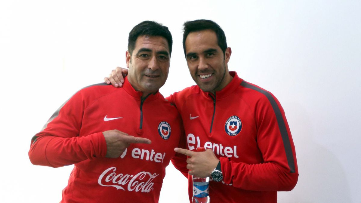 Claudio Bravo y Nelson Tapia animan encuentro de históricos arqueros de la Roja