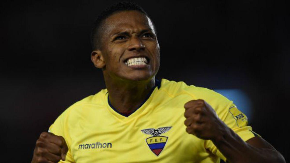 Antonio Valencia celebra el hisórico triunfo de Ecuador en Argentina.