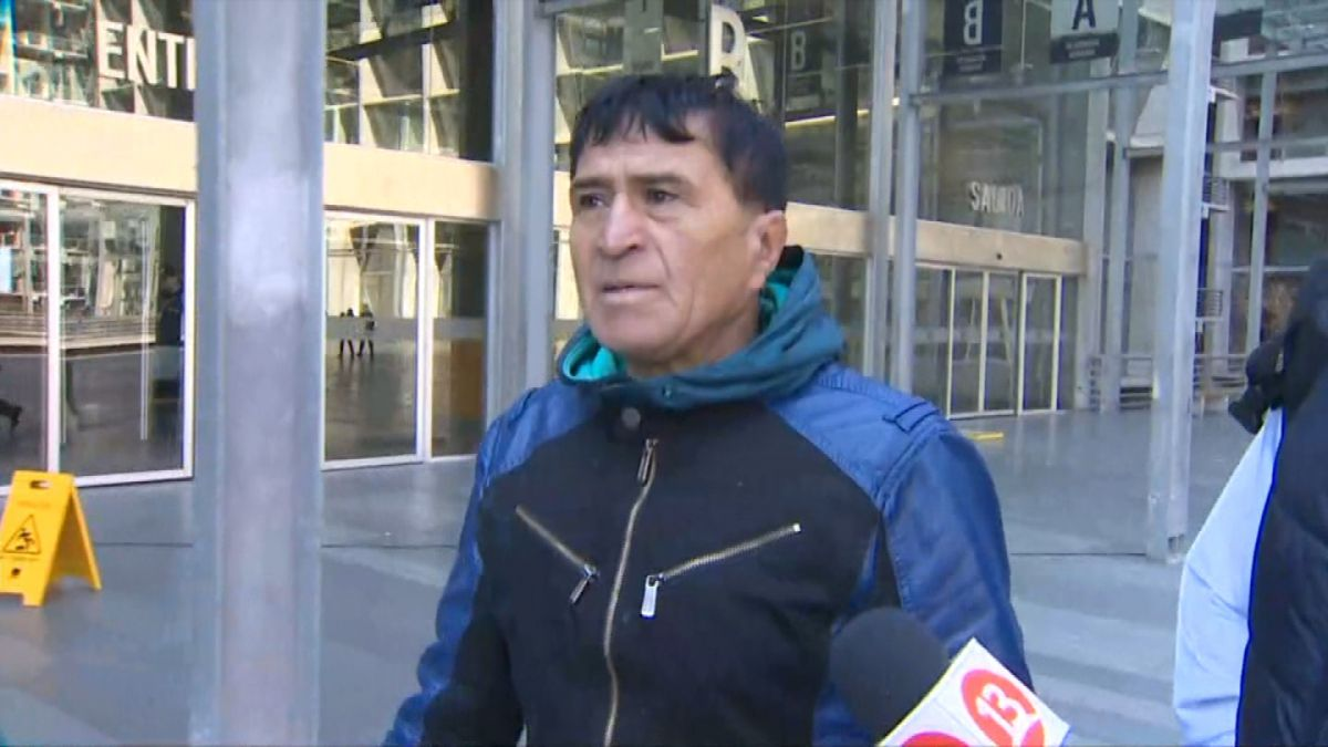 Formalizan a padre de Arturo Vidal por posesión de drogas y arma blanca