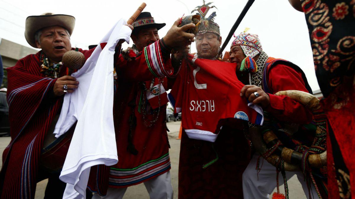 Chamanes peruanos realizan ritual espiritual contra Alexis Sánchez