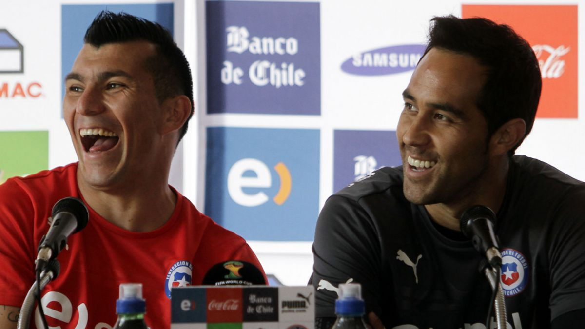 Claudio Bravo y Gary Medel son destacados en el Dream Team de Instagram