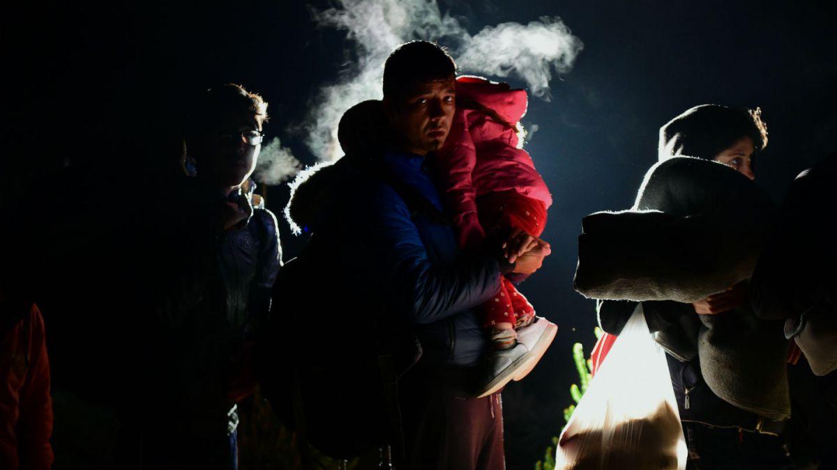 Hungría cierra a los migrantes su frontera con Croacia