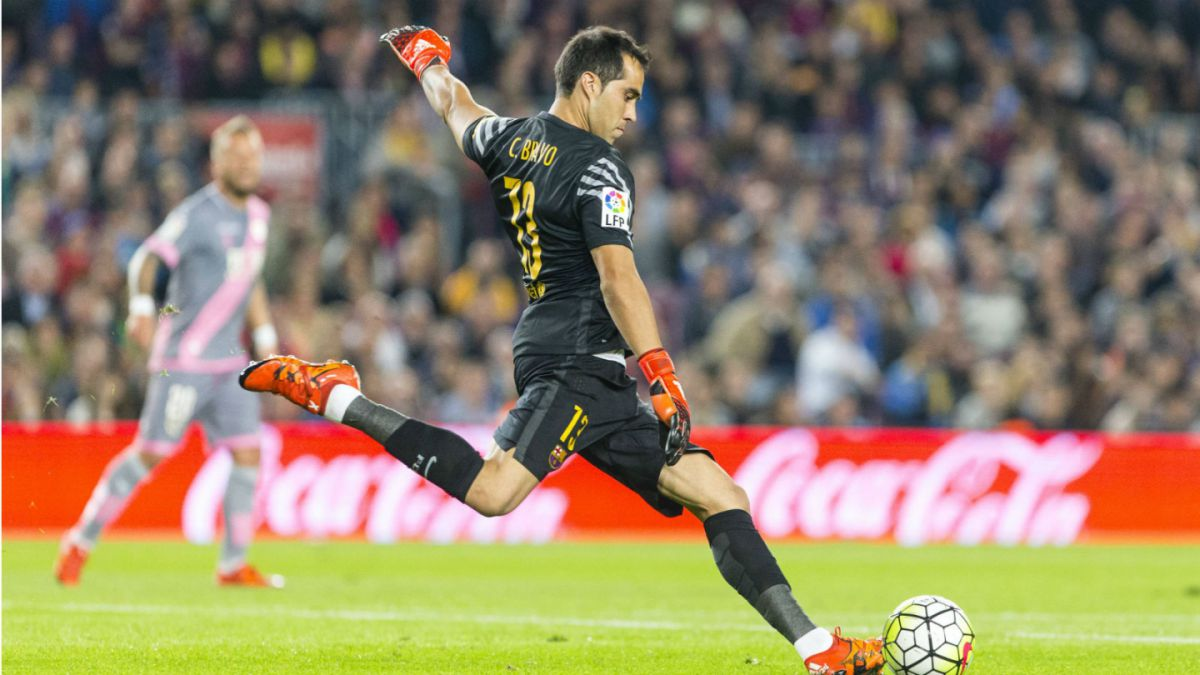 [VIDEO] Barcelona vence a Villarreal con lujo de Claudio Bravo incluido