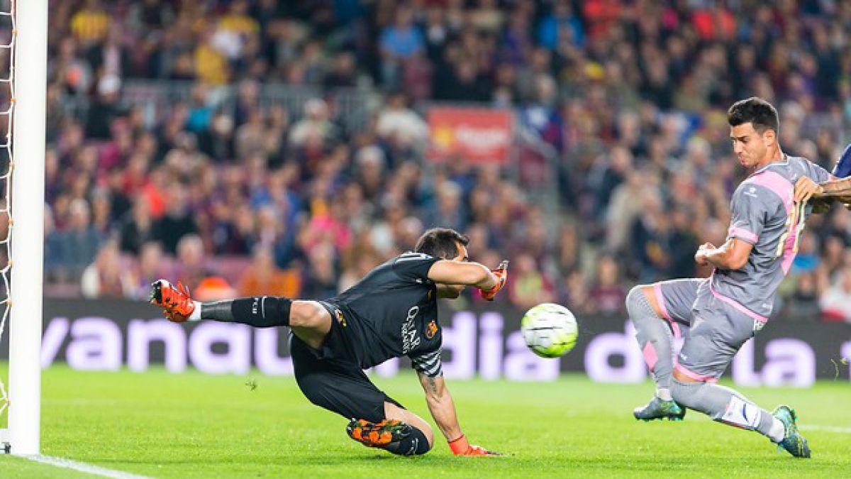 [VIDEO] Las figuras de la cancha festejan: Claudio Bravo celebra con Neymar el triunfo del Barcelona