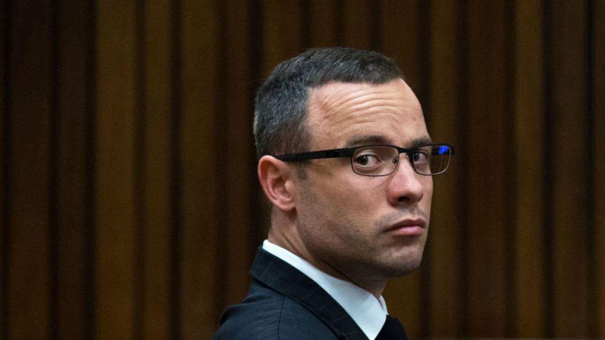 Atleta sudafricano Oscar Pistorius sale de la cárcel