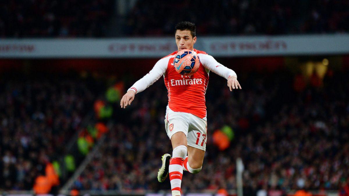 [VIDEO] Así practica Alexis su tiro libre antes del duelo entre Arsenal FC y Everton