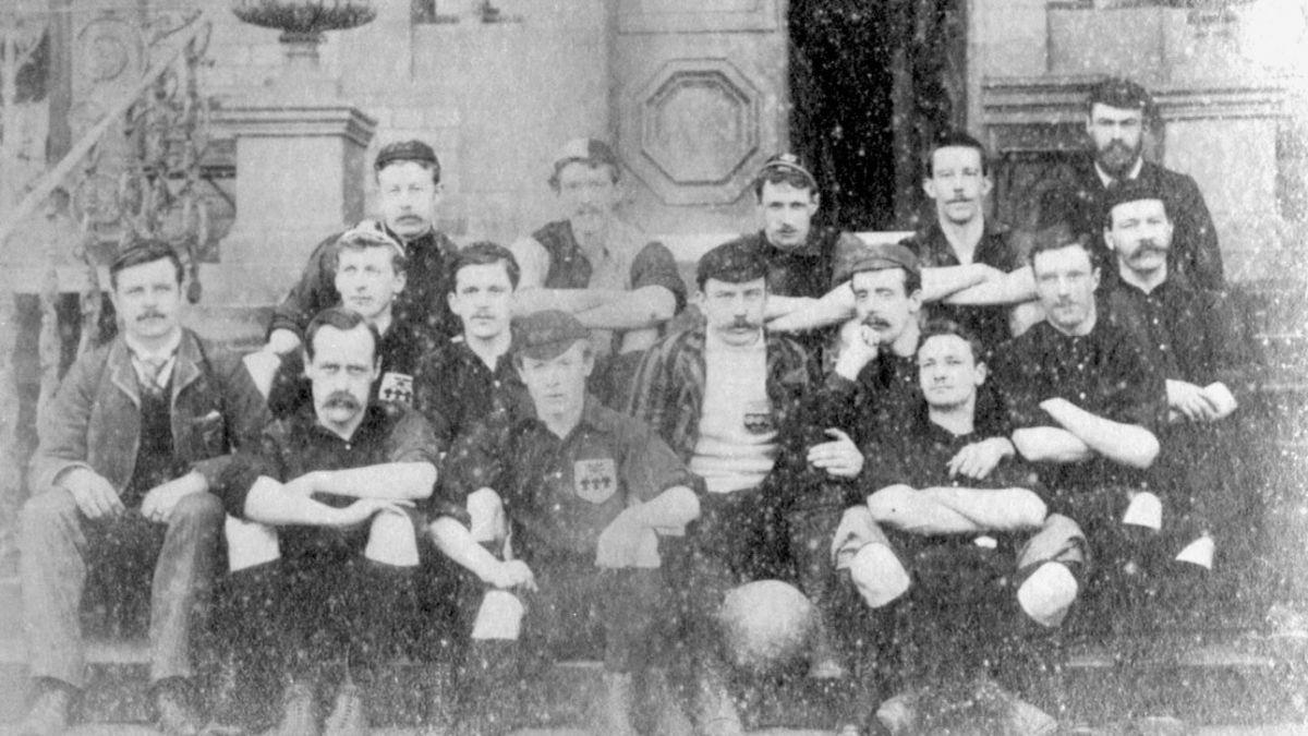 """Cumpleaños del """"deporte rey"""": un día como hoy nace el fútbol moderno"""