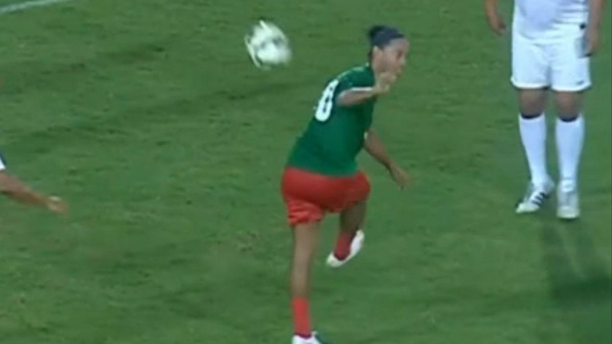 [VIDEO] La magia no desaparece: Ronaldinho derrocha talento en partido amistoso