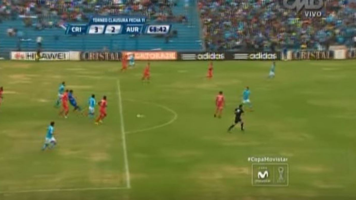 [VIDEO] Arquero titular de la selección peruana protagoniza curioso blooper que le costó un gol