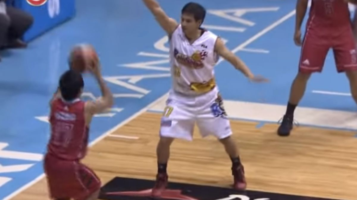 [VIDEO] Manny Pacquiao encestó su primer doble en el básquetbol filipino