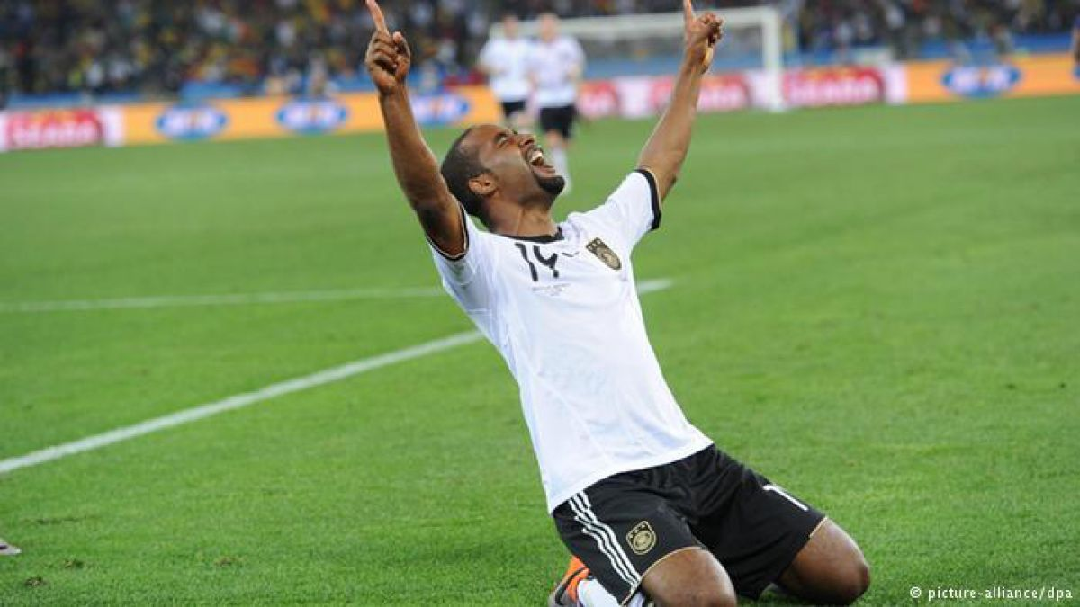 Cacau, el exseleccionado alemán nacido en Brasil, se resiste a decirle adiós al fútbol.