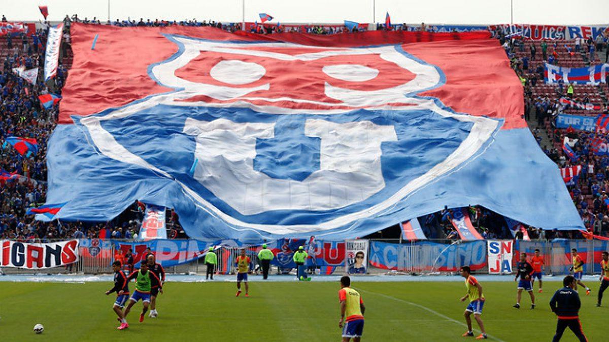"""Hinchas de la U brindan masivo """"banderazo"""" en la antesala del Superclásico"""