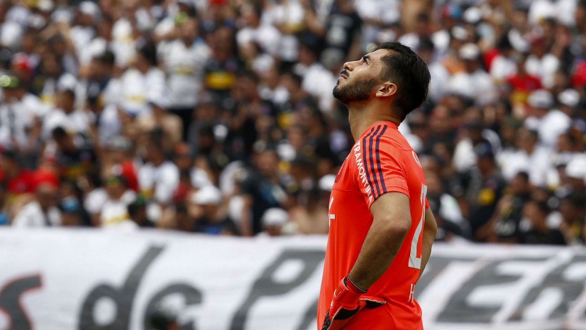 Johnny Herrera y penal perdido: Para el siguiente, tomo la pelota yo y lo pateo