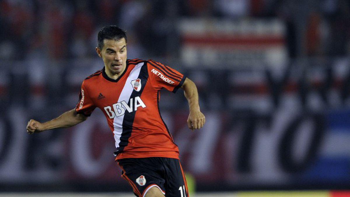 [VIDEO] ¡Ay conejo! Javier Saviola falla un gol sin arquero