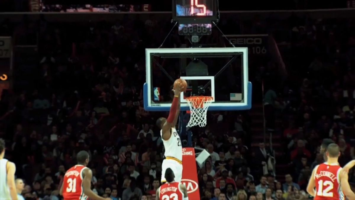LeBron James se transforma en el jugador más joven en superar los 25 mil puntos
