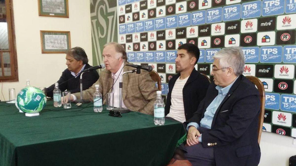 """David Pizarro se queda: """"Lo que más quiero es salir campeón con Wanderers"""""""