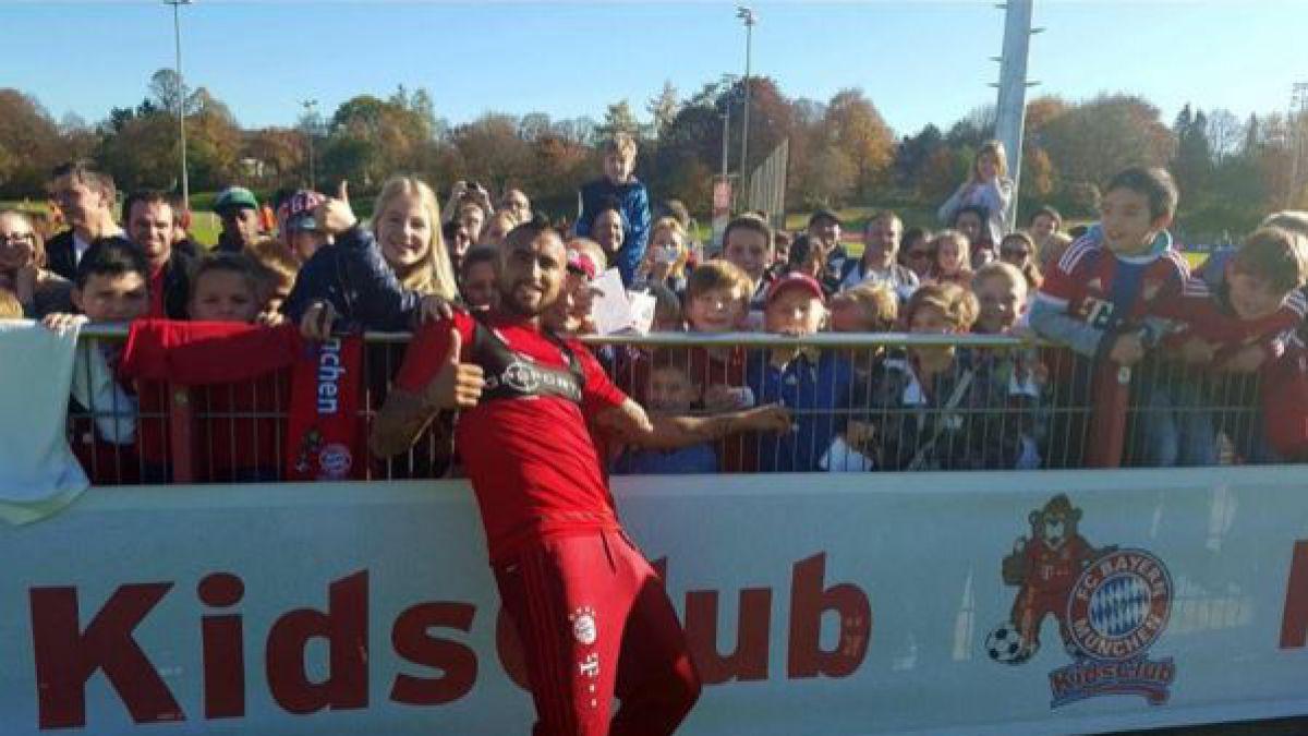 """""""Hermoso día de entrenamiento"""": Arturo Vidal comparte con niños en práctica de Bayern Munich"""