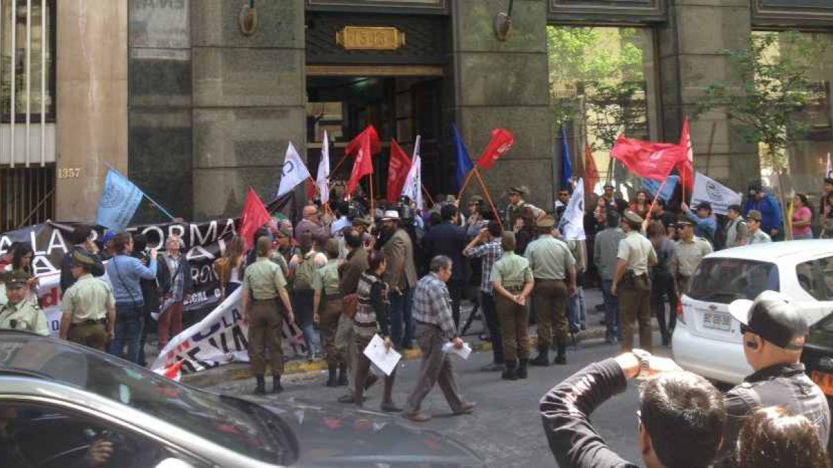 Cartel del papel confort: Se registró protesta afuera de la oficina de CMPC