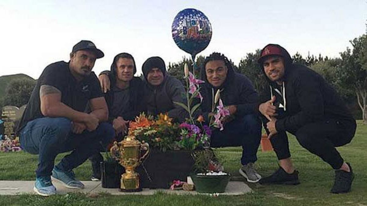 El sentido homenaje de los All Blacks a fallecido ex capitán de la selección