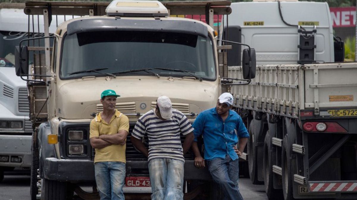 Camioneros Bloquean Rutas De Brasil Para Exigir Salida De Rousseff