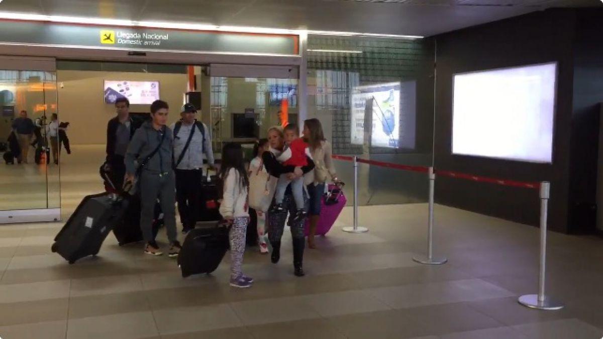 Humberto Suazo llega a Monterrey acompañado de su familia