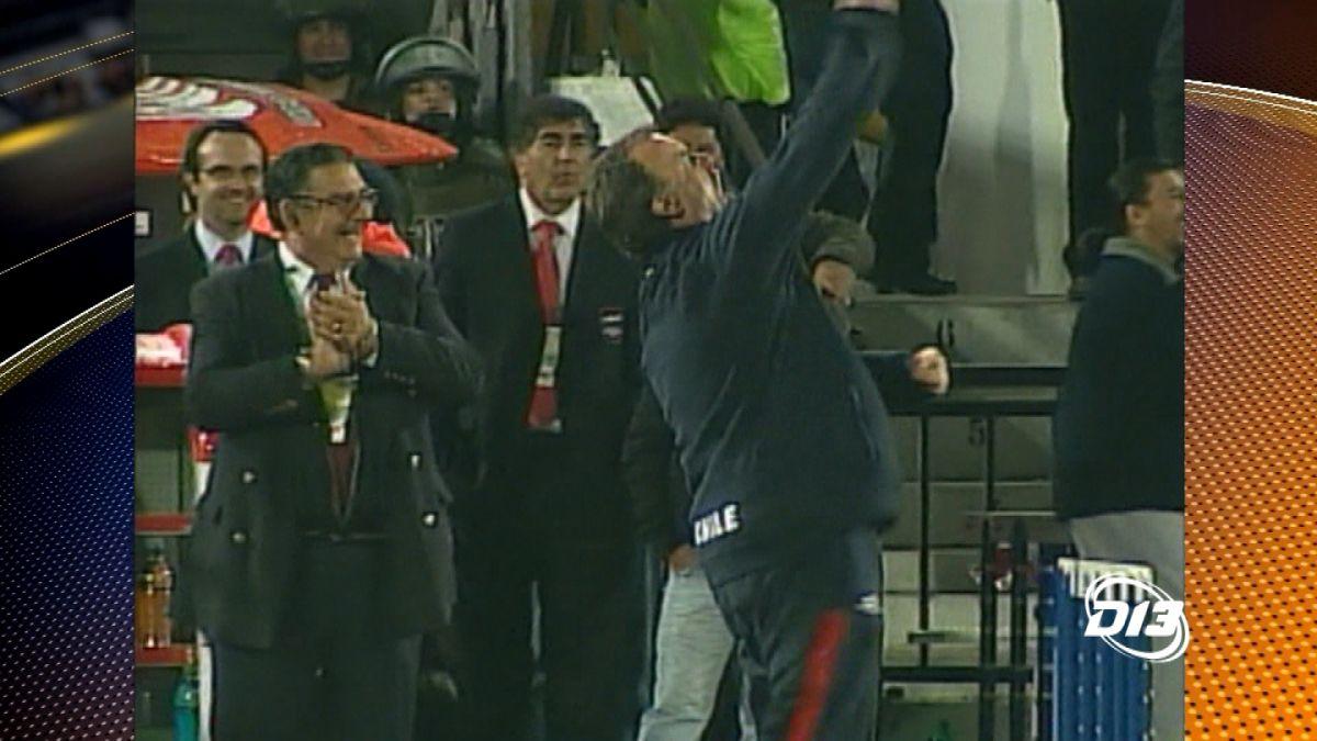 [VIDEO] Las dos veces que Bielsa celebró un gol siendo técnico de La Roja fue ante Colombia