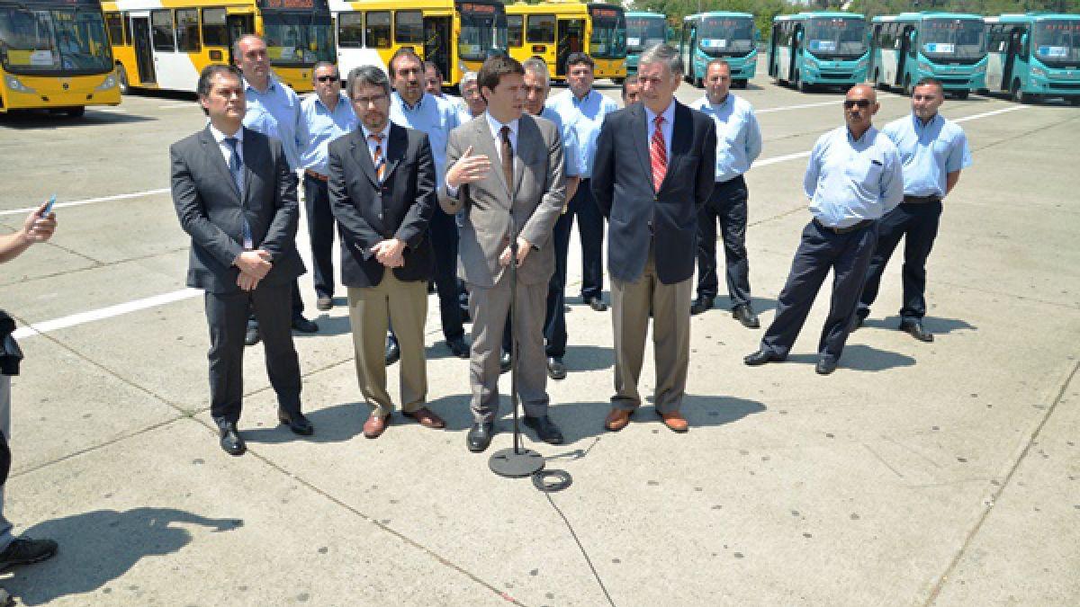 Gobierno presentó los nuevos buses que operarán en el Transantiago