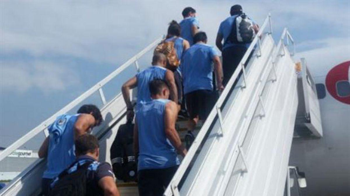 Selección de Uruguay al fin pudo salir de Ecuador tras solucionar problemas con su avión