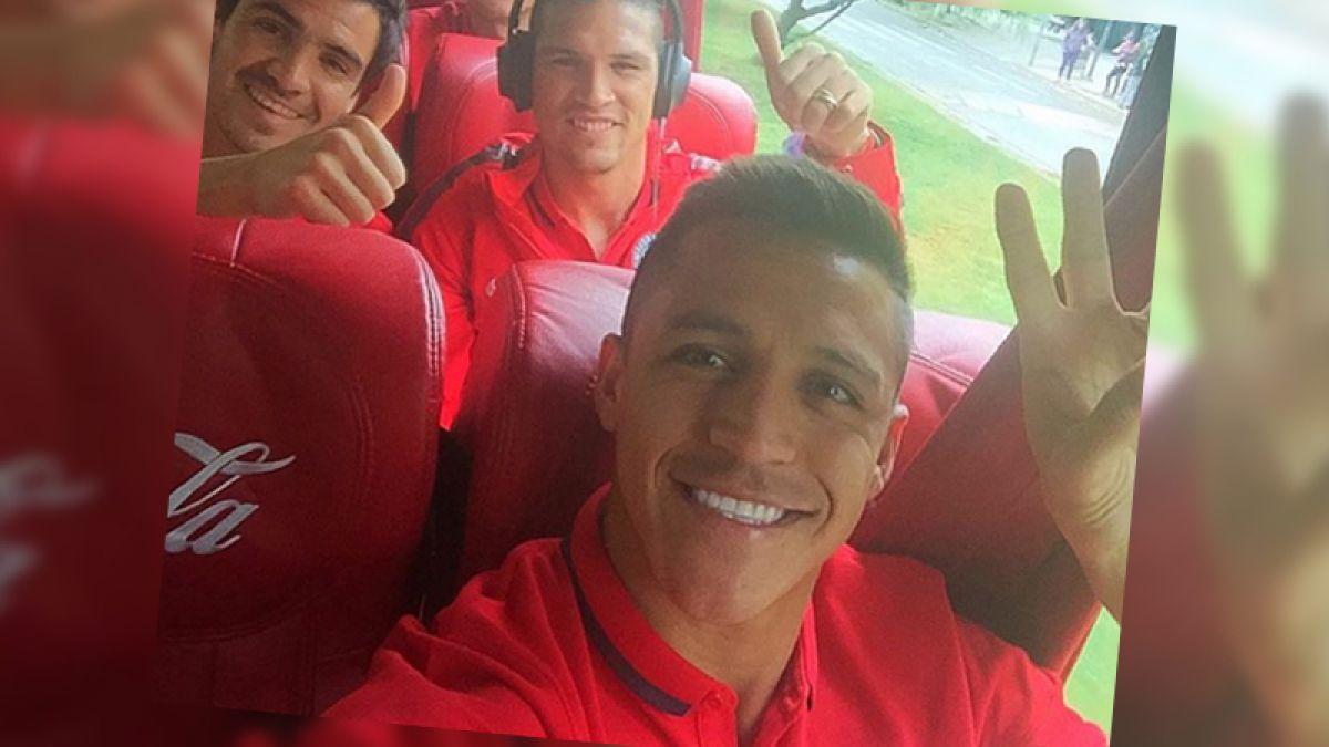 [FOTO] ¡Selfie! Alexis y compañía emprenden vuelo a Montevideo