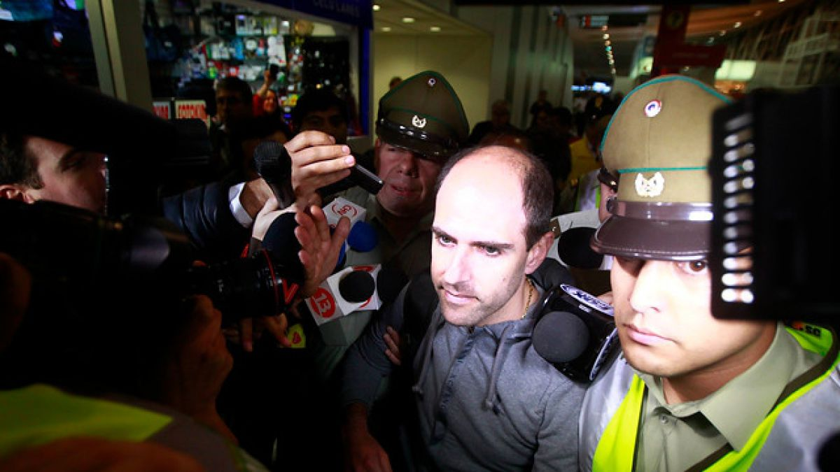 Jadue arriba a Miami escoltado por policías