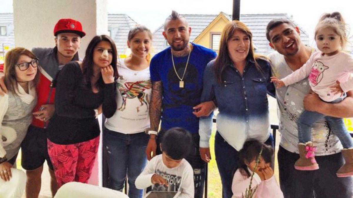 [FOTO] Arturo Vidal celebra en familia el cumpleaños de su madre
