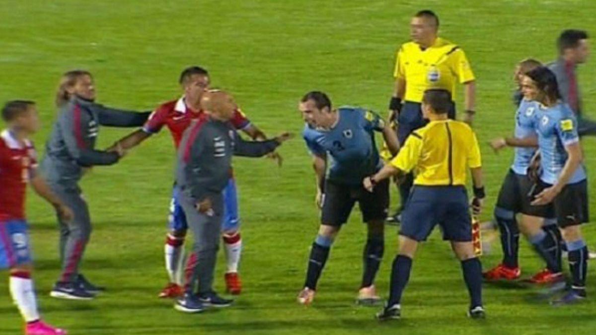 Así fue el duro round de Sampaoli con el zaguero uruguayo Godín