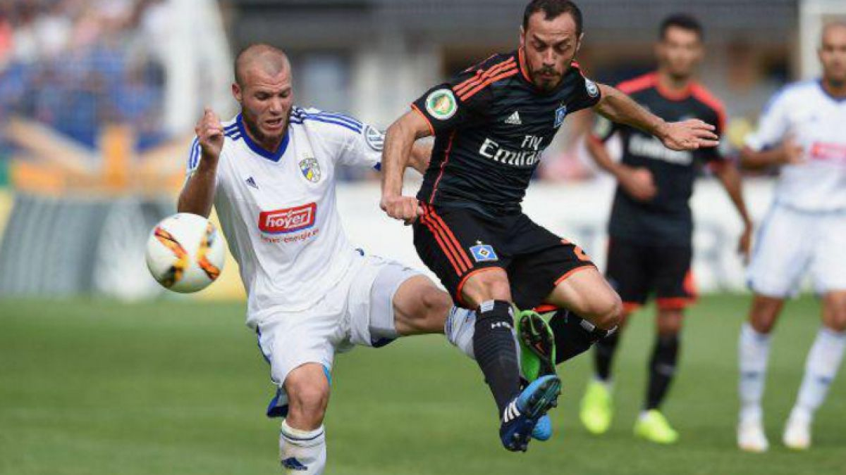Marcelo Díaz jugó en el epílogo del valioso triunfo del Hamburgo en Alemania