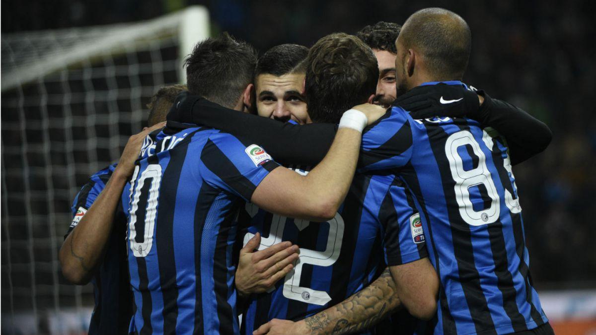 Gary Medel ve goleada de Inter sobre Frosinone desde la banca