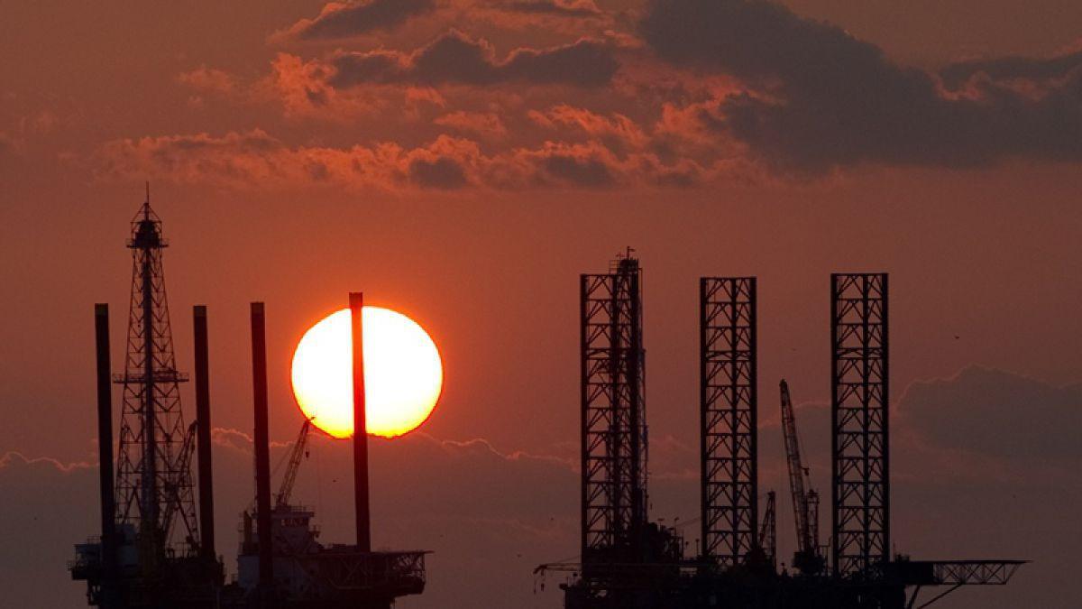El petróleo sube en Asia tras conocerse reservas de EEUU