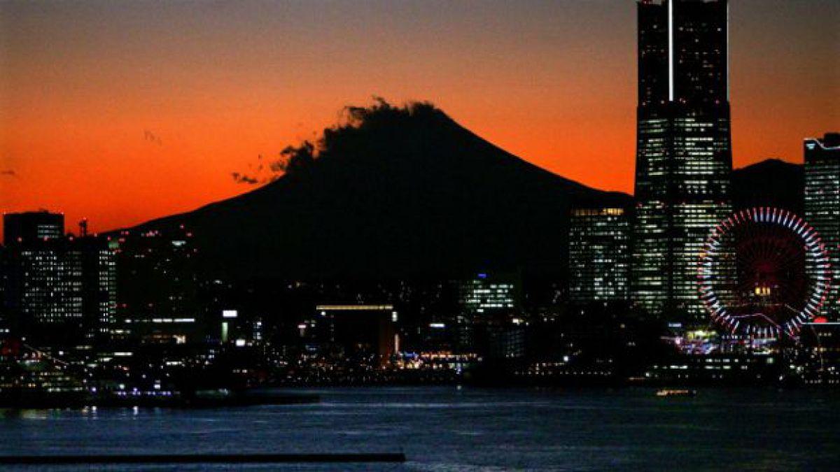 La bolsa de Tokio cierra con pérdidas por la subida del yen