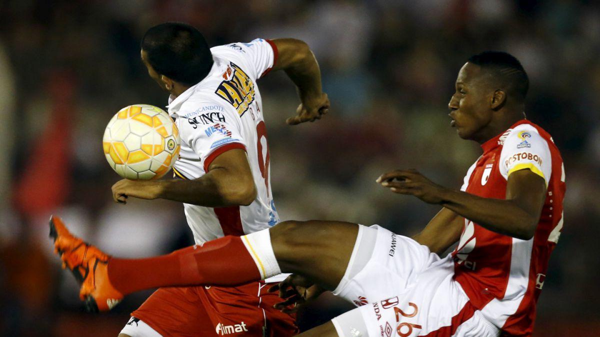 Santa Fe hizo su negocio y saca empate a Huracán en primera final de Sudamericana 2015