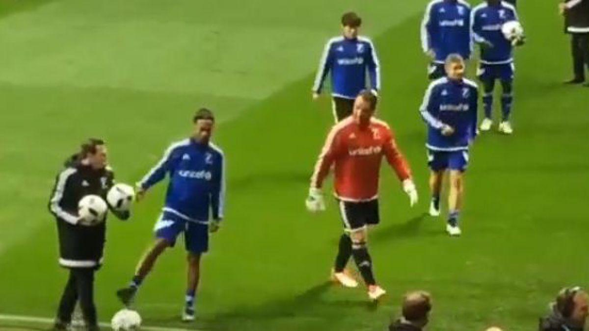 [VIDEO] Ronaldinho deja un nuevo caño de aquellos... ¡y a un utillero!