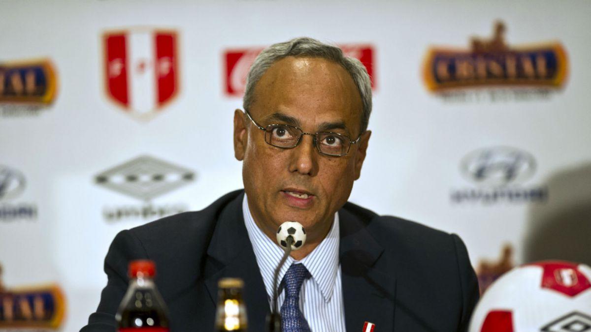 Ex jefe del fútbol peruano es detenido por corrupción en la FIFA