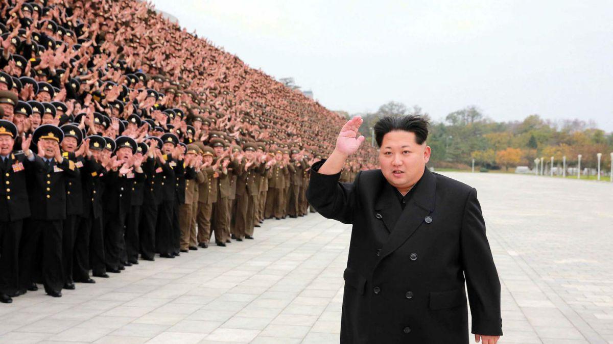 """Corea del Norte advierte a EEUU de """"estar preparada para la guerra"""" tras el despliegue naval estadounidense en el país"""