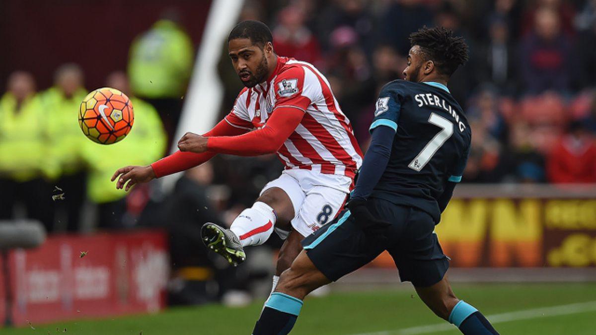 Manchester City cae ante el Stoke y peligra su liderato en la Premier League